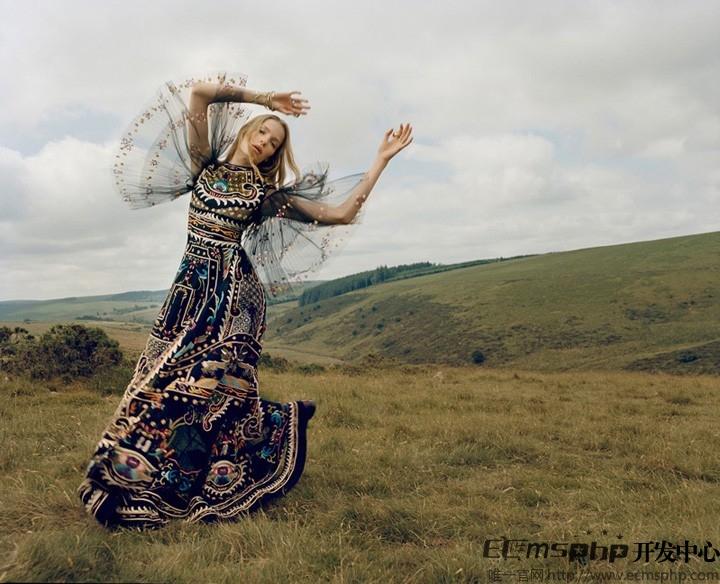 帝国cms图集插件:超模Alisa拍摄杂志主题大片演绎户外风尚(2)