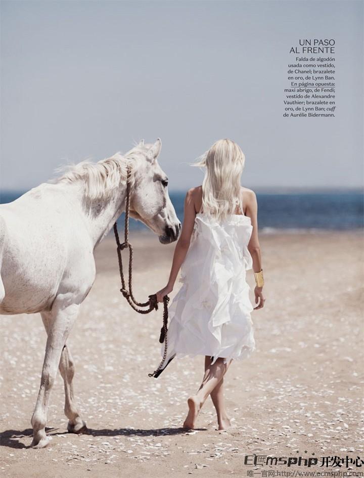 帝国cms图集插件:超模Devon登《Vogue》杂志 拍摄沙滩时尚大片(8)